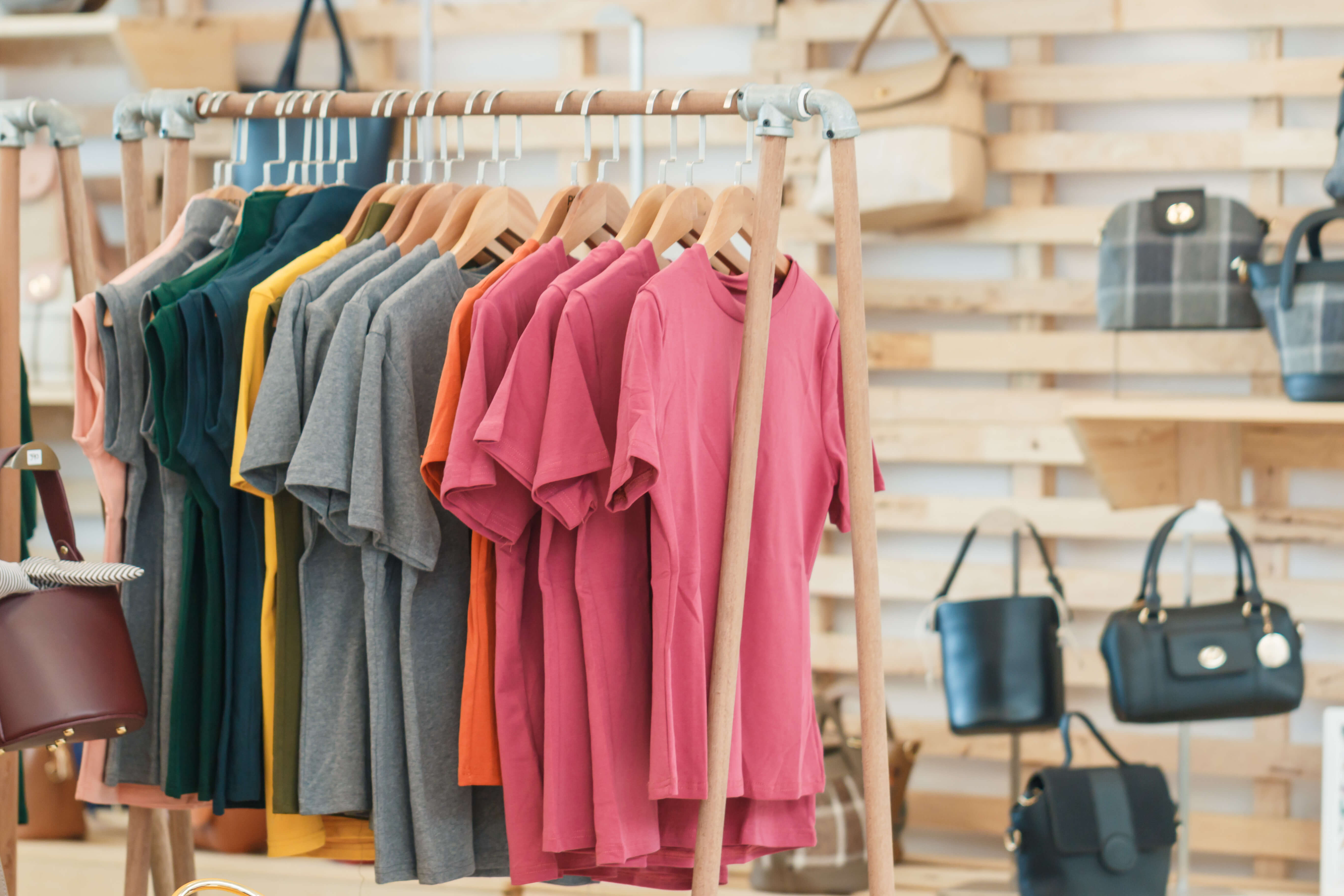 An Intelligent Fashion Replenishment System Based on Data Analytics and Expert Judgment