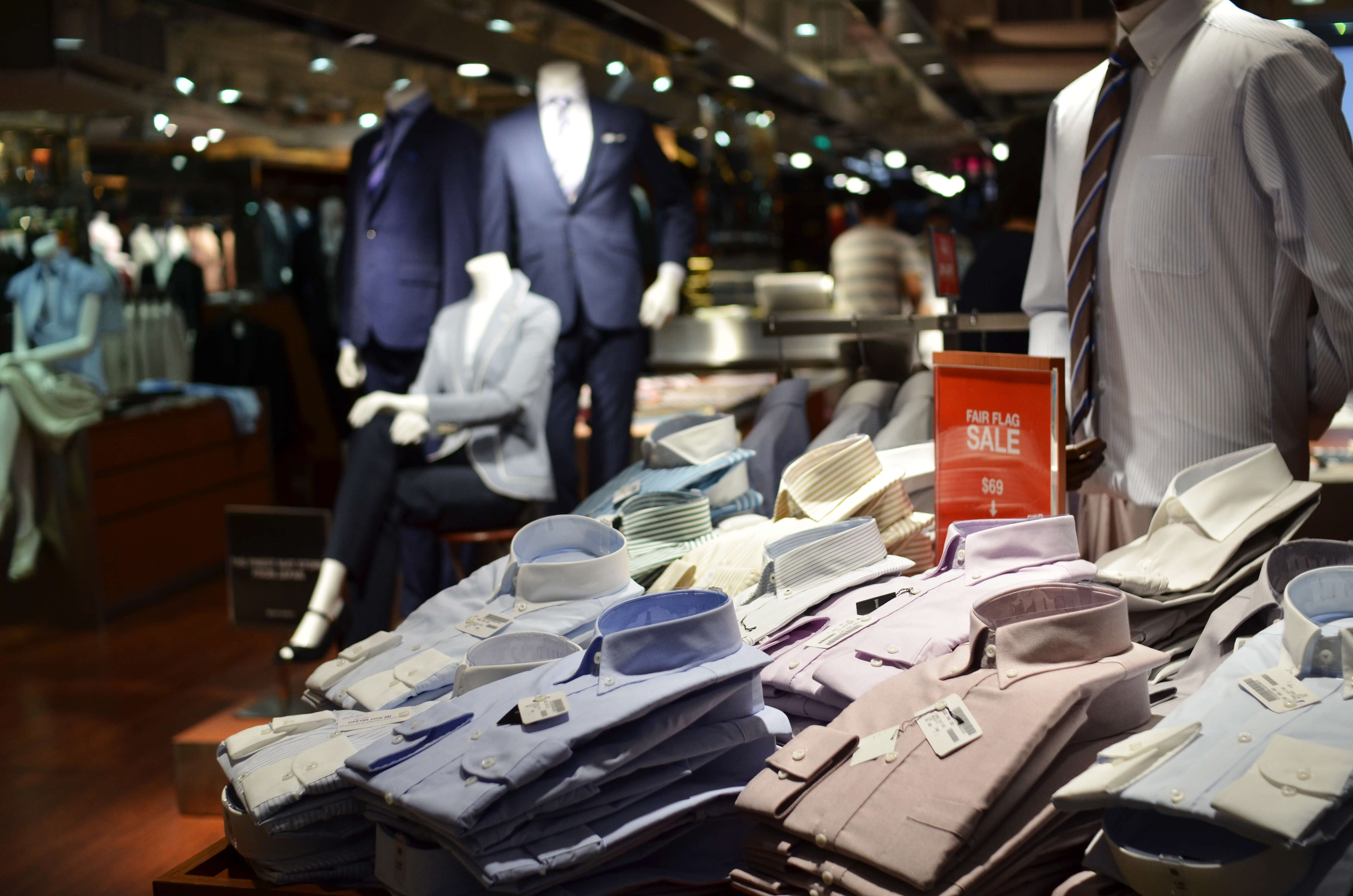 A Siamese Neural Network Application for Sales Forecasting of New Fashion Products Using Heterogeneous Data
